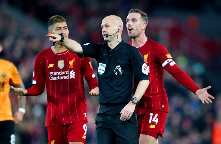 Un arbitru din Premier League a devenit voluntar în lupta contra Covid-19 din Marea Britanie