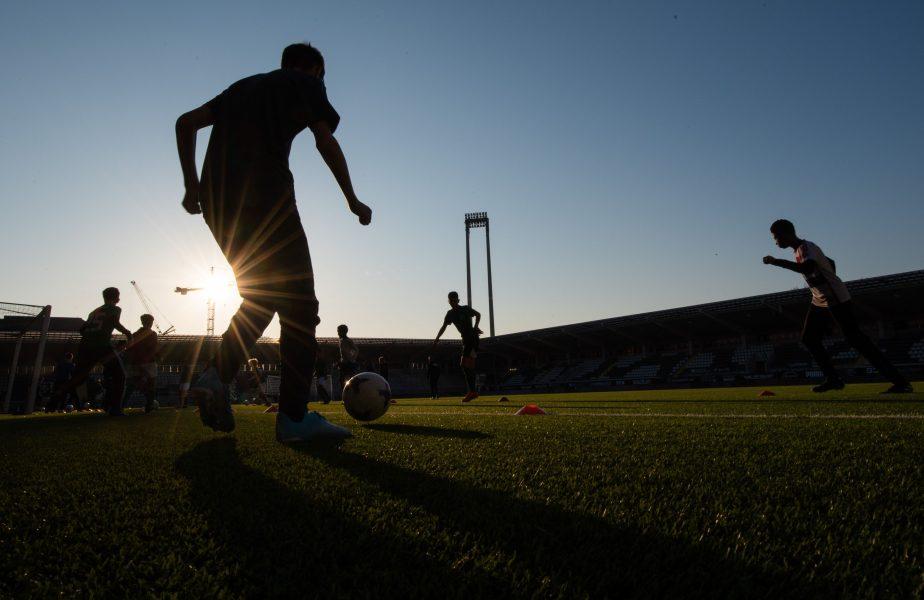 Campionatul unde evoluează trei români a anunțat când se vor relua meciurile. Decizia guvernului