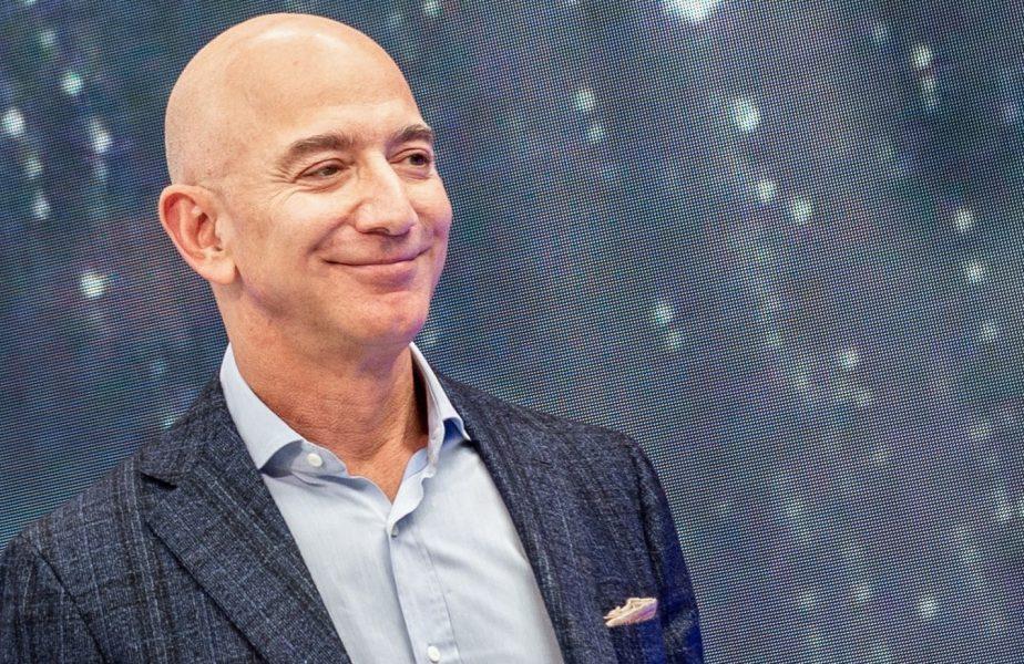 Jeff Bezos a câștigat 24 de miliarde de dolari pe timpul pandemiei și vrea să investească o sumă uriașă în Premier League