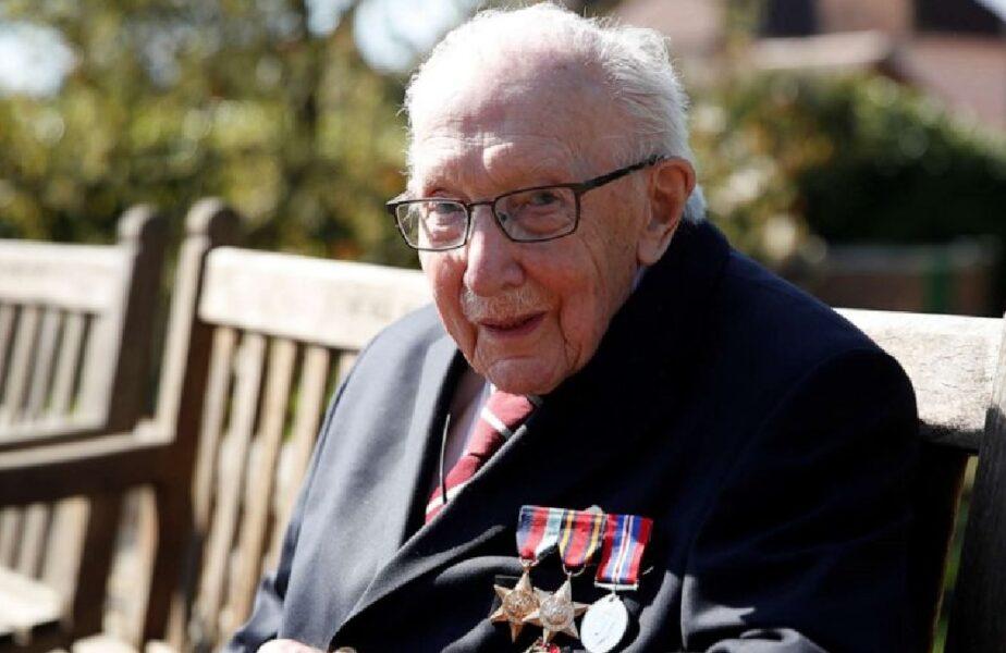 VIDEO | Un veteran de război a primit 12 milioane de lire sterline după ce a traversat grădina de 100 de ori sprijinit în baston