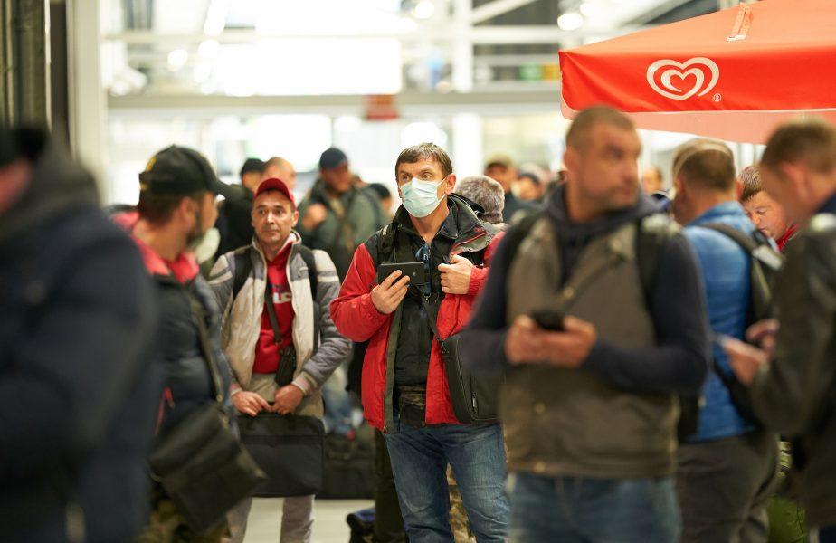"""3 fotbaliști dorm pe jos în aeroportul de la Frankfurt și mănâncă din mila angajaților. """"E o rușine, am bătut la toate ușile"""""""