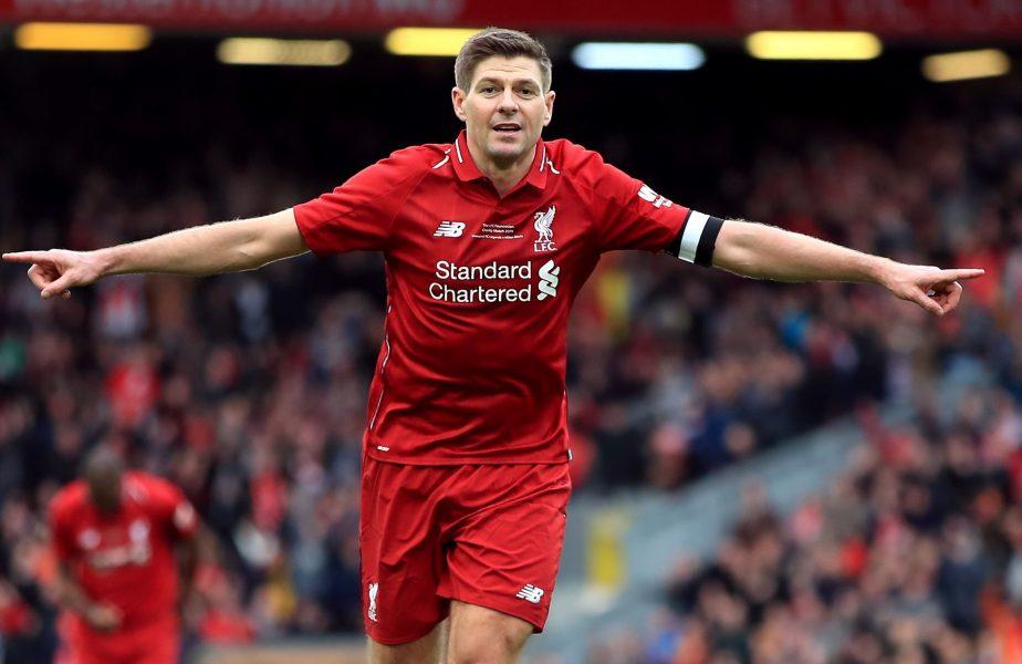 Steven Gerrard, în tricoul lui Liverpool