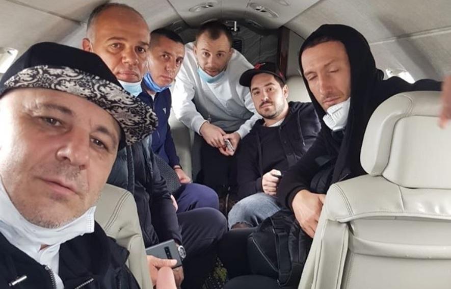 Selfie în avionul care duce în carantina din Turcia. Șumudică și Maxim, mesaj clar din partea clubului