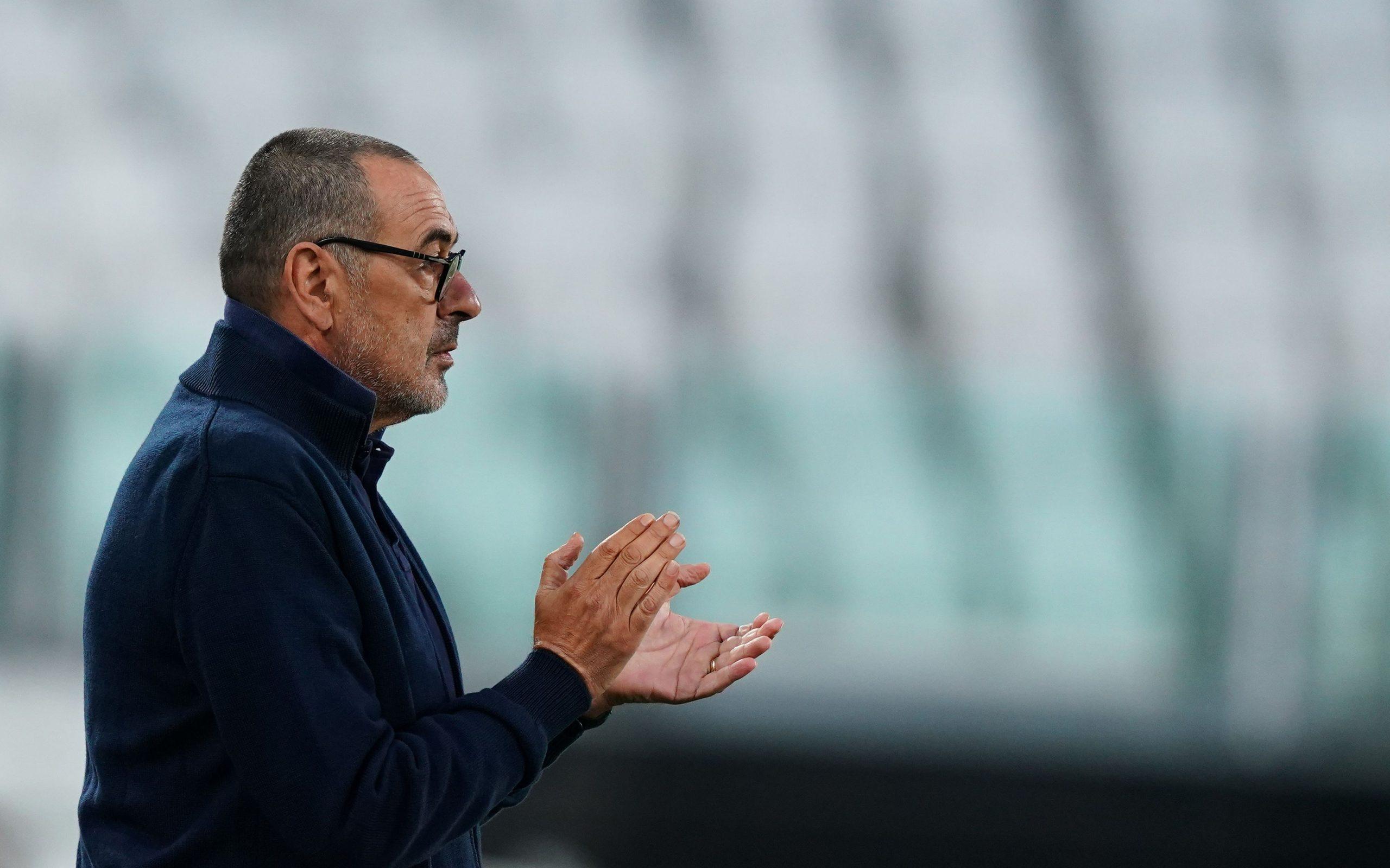 Maurizio Sarri aplaudă