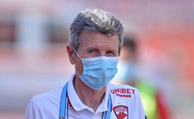 Gigi Mulţescu şi-a reziliat contractul cu Dinamo şi i-a făcut loc lui Cosmin Contra