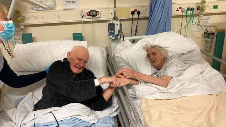 Emoționant! 77 de ani împreună! Au murit la distanță de trei zile. Așa și-au luat rămas bun!