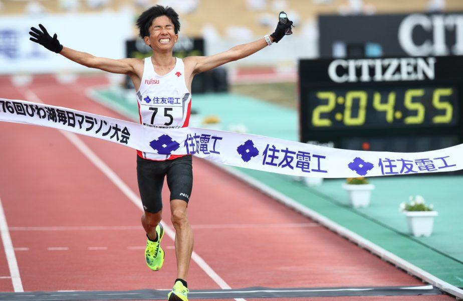 Viteză de Suzuki. Primul non-african care termină maratonul sub două ore și cinci minute