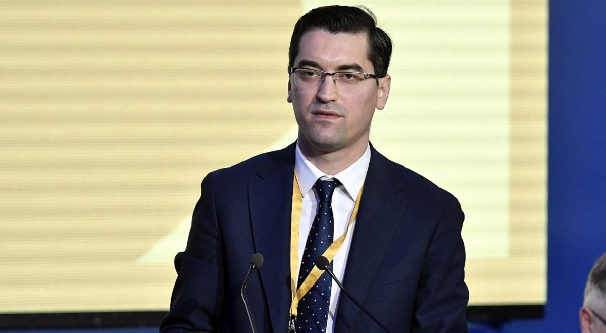 Răzvan Burleanu la o conferință de presă