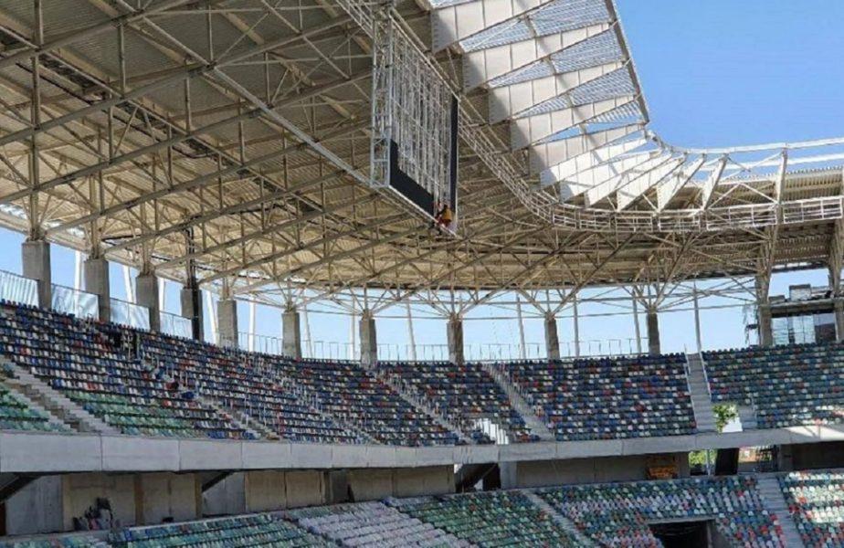 FOTO | La stadionul din Ghencea se muncește fără întrerupere. A început montarea tabelei!