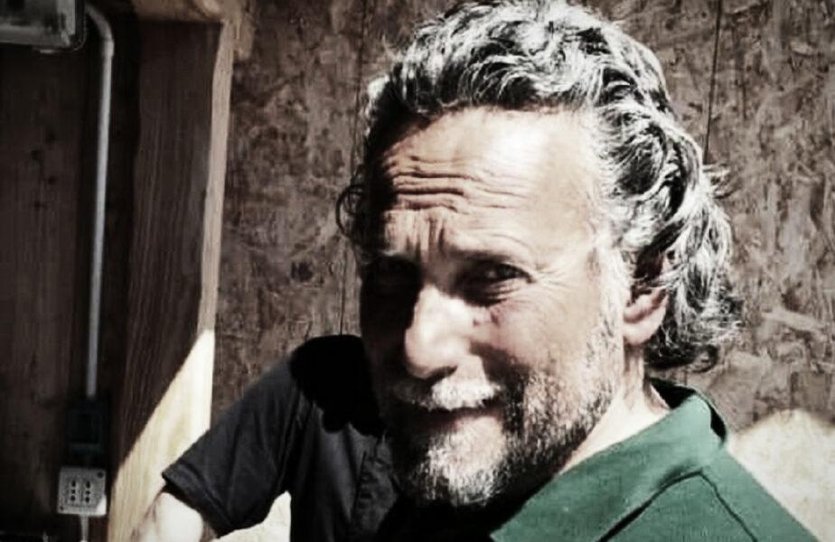 Un fost schior, găsit în cabana lui, la un an de la deces! Procurorii nu știu de unde să înceapă ancheta