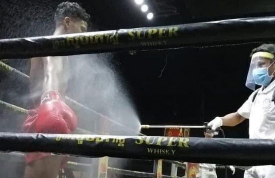 Gală de box controversată! Pugiliștii au fost stropiți cu dezinfectant și au luptat fără măști