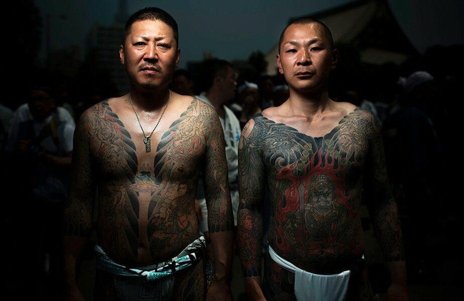 Ce se întâmplă cu liderii celebrei organizații mafiote Yakuza pe timp de pandemie. Șefii sunt persoane în vârstă