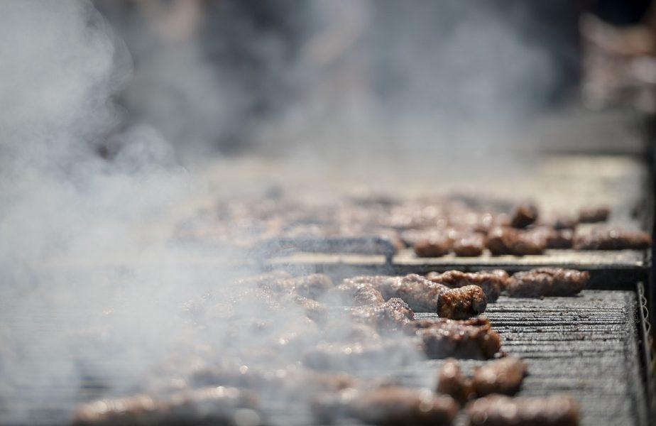 Poftiți la grătare…de izolare! Omul MARILOR parade, Duckadam, a pus micii pe jar! Imagini, la știrile AntenaSport, de la ora 19:55