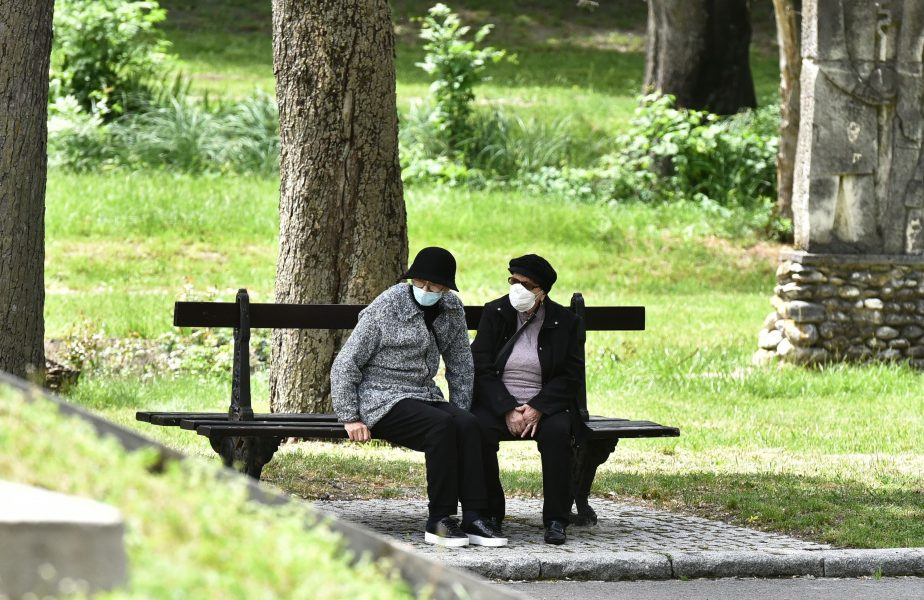 Parcurile din Craiova au fost închise, la doar câteva ore după ce au fost deschise. Decizia a stârnit revolta oamenilor