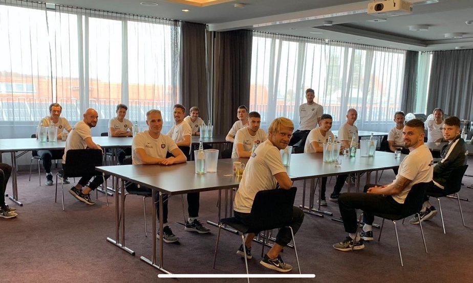 Pandemia a schimbat fotbalul. Germanii aplică regulile de distanţare socială şi la şedinţele tehnice