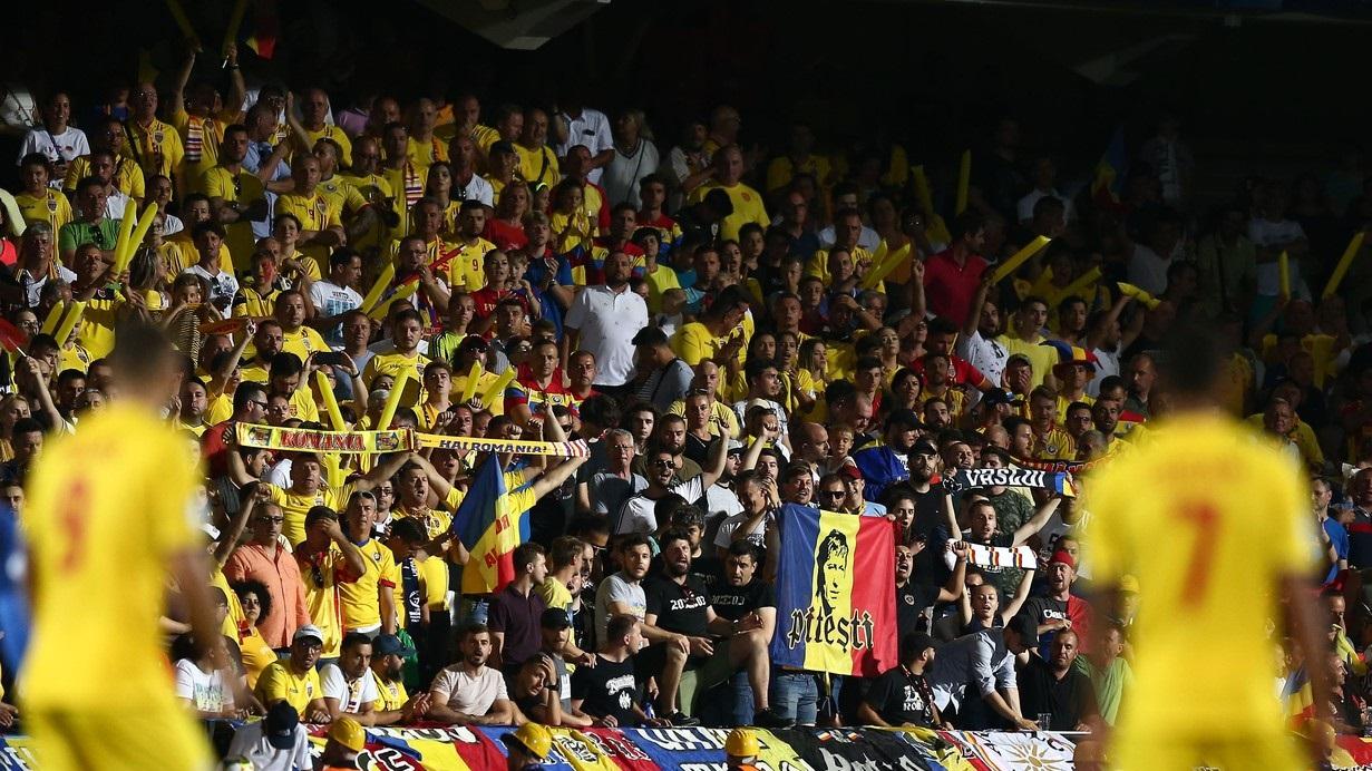 Suporteri la un meci al României