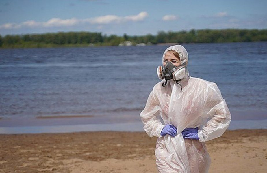 GALERIE FOTO | Asistenta în costum transparent a revoluţionat moda! Cum arată ţinuta de plajă a rusoaicelor