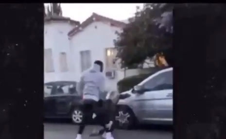 VIDEO | O vedetă, în mijlocul protestelor violente din SUA. A lovit cu pumnii şi picioarele un bărbat căzut la pământ