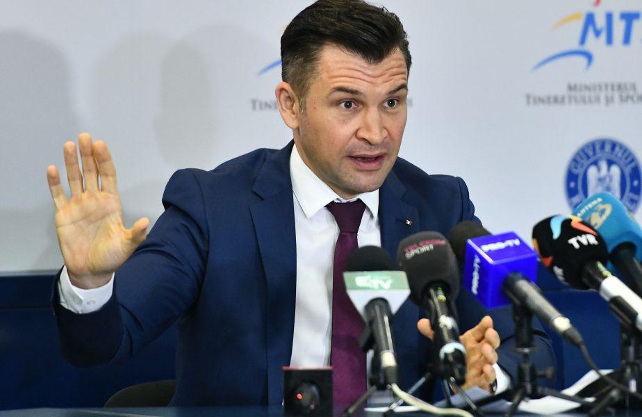 Ionuţ Stroe, în timpul unei conferinţe de presă
