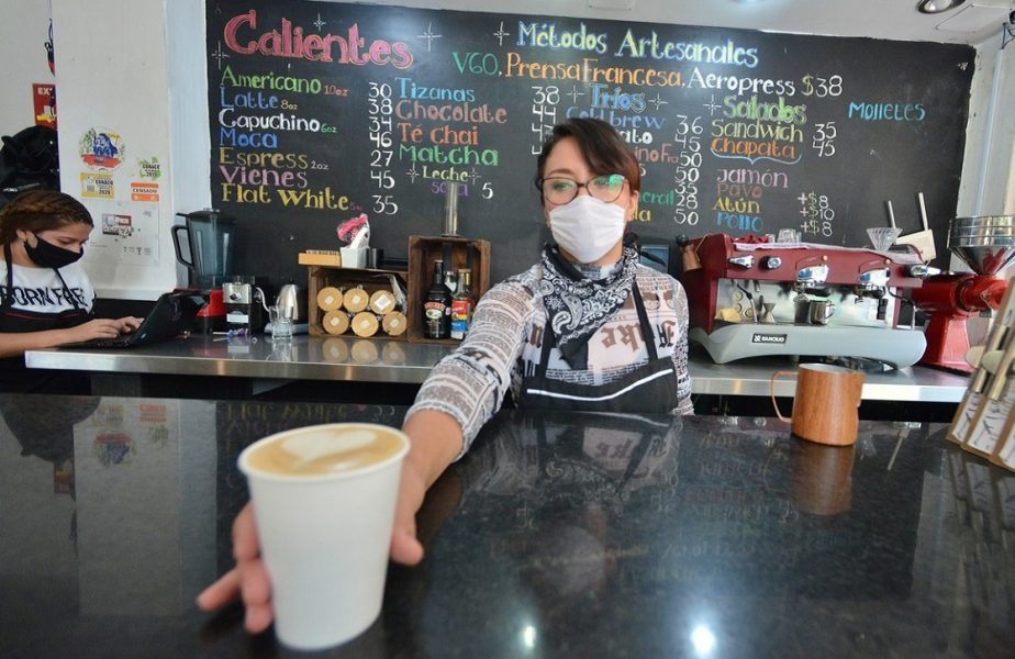 """""""Taxa Covid"""" a stârnit furie printre clienţi. """"Este un furt"""". Cum s-a ajuns să se plătească sume astronomice pentru o cafea!"""