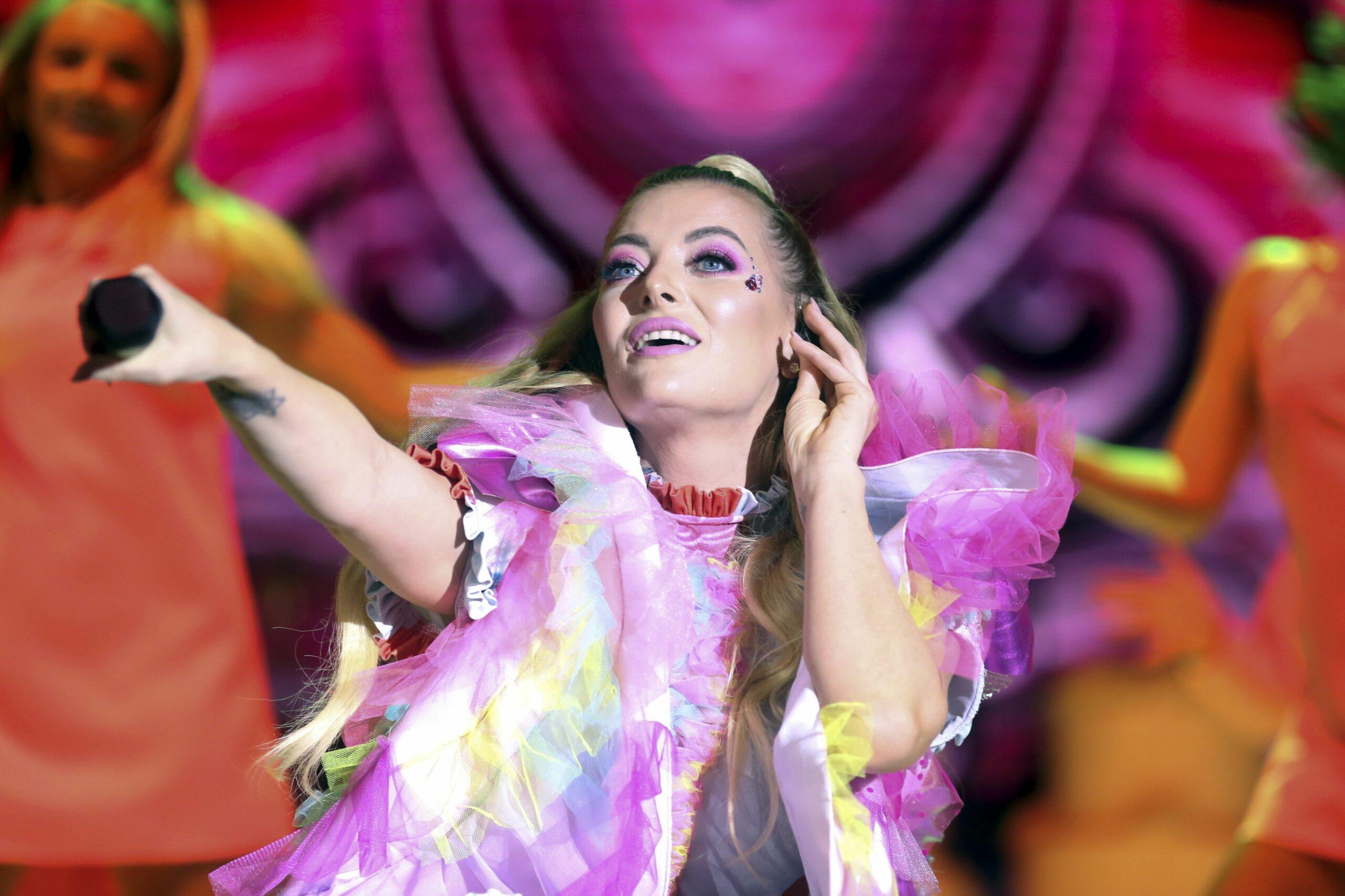 Delia, în timpul unui concert