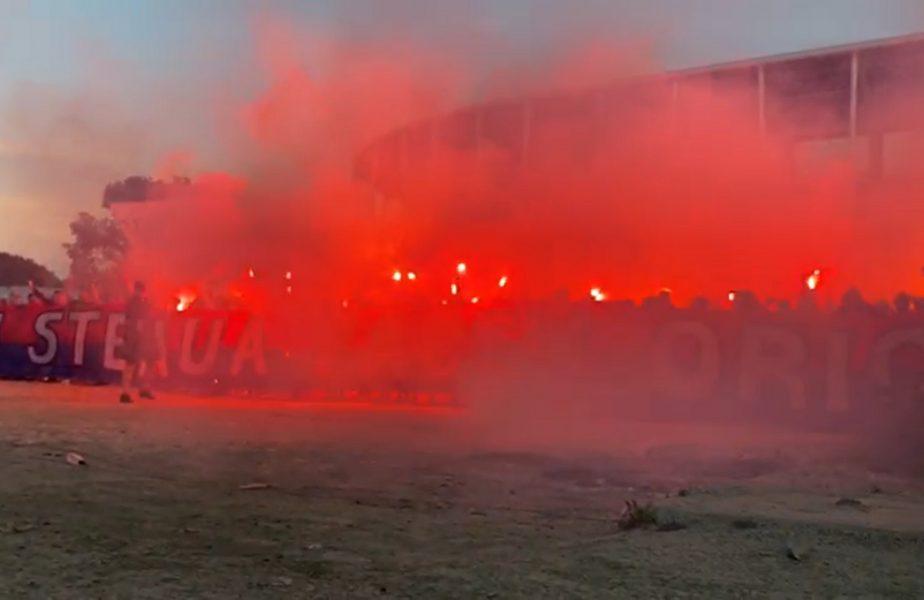 VIDEO | Fanii Stelei au sărbătorit lângă stadionul de 100 de milioane de euro. Spectacol pirotehnic al roş-albaştrilor!