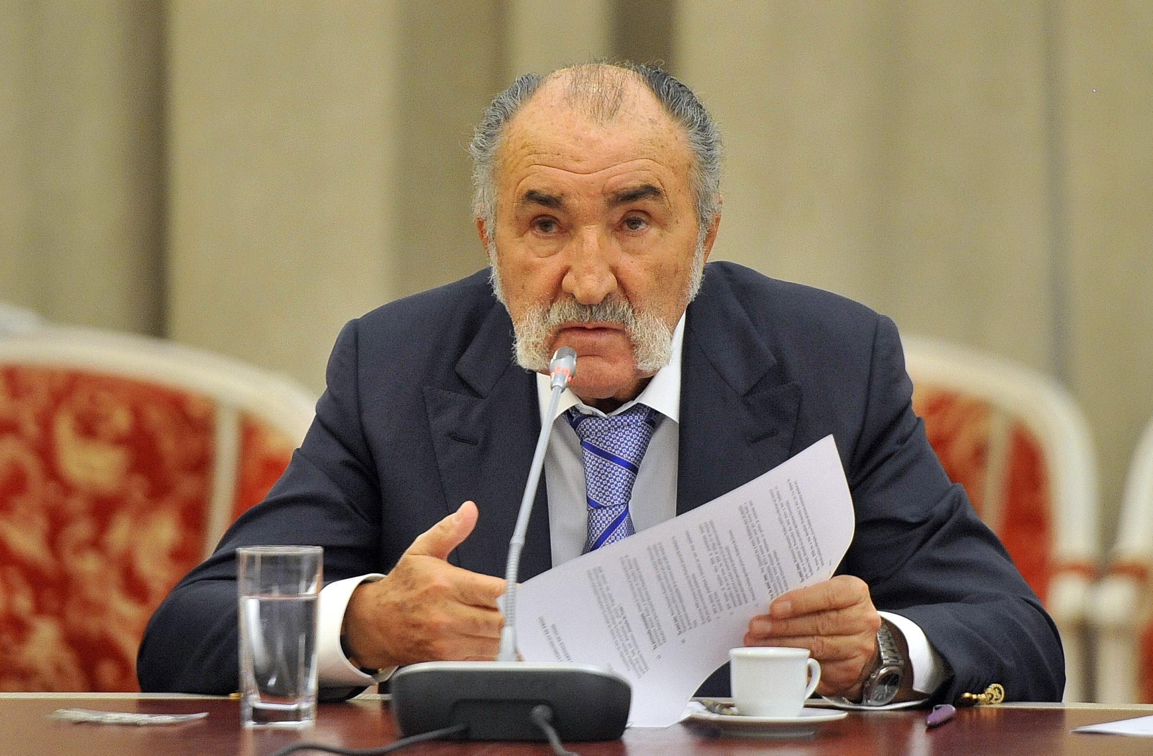 Ion Ţiriac, în timpul unei conferinţe
