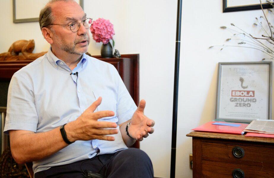 """Calvarul prin care a trecut medicul care s-a luptat cu HIV şi Ebola, după ce s-a infectat cu coronavirus: """"M-a lovit ca un autobuz"""""""