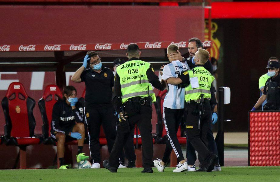 Scene incredibile în Mallorca – Barcelona. Un fan a pătruns pe teren, deşi partida s-a jucat cu porţile închise