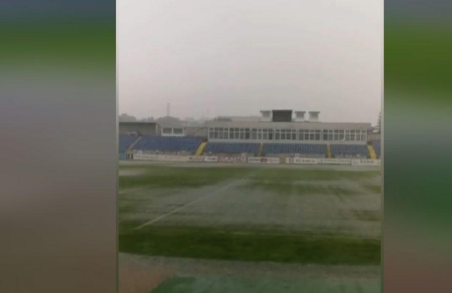 """VIDEO   Potop la Botoșani! Cum arată terenul de joc înainte de meciul cu CFR Cluj. """"Nici Covidul, nici furtunile nu ne stau în cale"""" :)"""