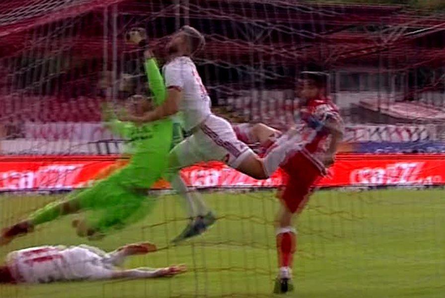 Scene de K1 în Ştefan cel Mare. Safranko a dat gol după 42 de secunde, deşi a fost lovit cu pumnul în faţă de Piscitelli