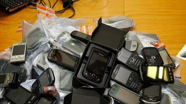 Telefoanele mobile interzise de azi în România. Amenzile sunt usturătoare