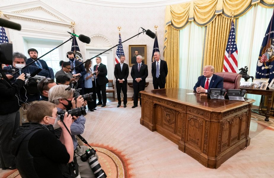 Donald Trump are monopol pe medicamentul minune împotriva Covid-19. Numai el îl poate cumpăra în următoarele trei luni!