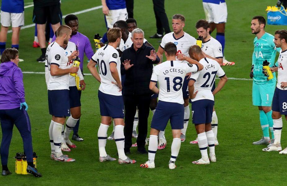 """VIDEO   Mourinho pierde controlul. Doi jucători de bază ai lui Tottenham s-au îmbrâncit pe teren. """"A fost superb!"""""""