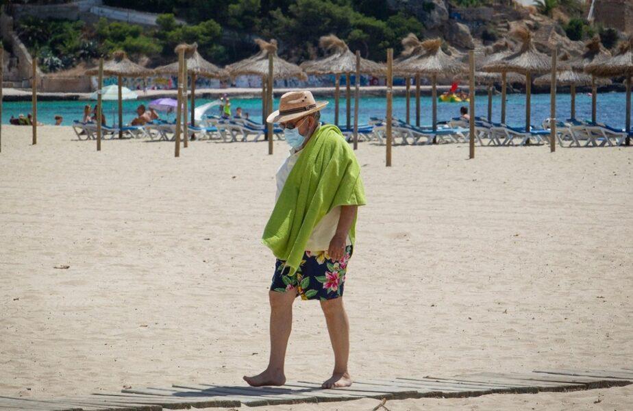 Avertisment pentru turiștii care vizitează stațiunile de top ale Spaniei. Trebuie să poarte, în permanență, masca de protecție. Ce amenzi riscă!