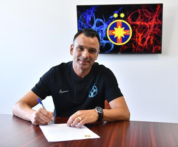 Toni Petrea a fost prezentat oficial la FCSB! Care este staff-ul noul antrenor principal al roş-albaştrilor