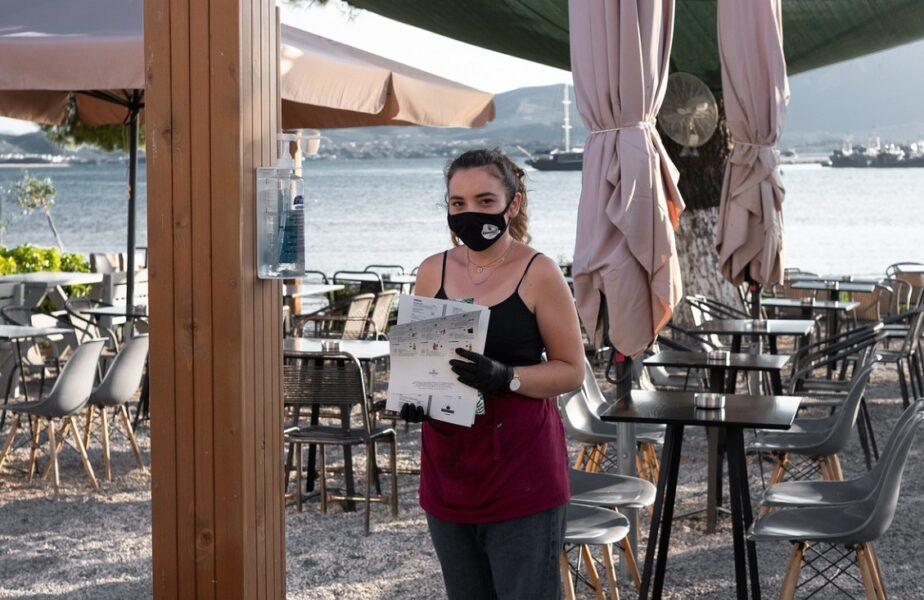 Noi restricţii în Grecia. A devenit obligatorie purtarea măştilor de protecţie. Turiştii riscă amenzi drastice