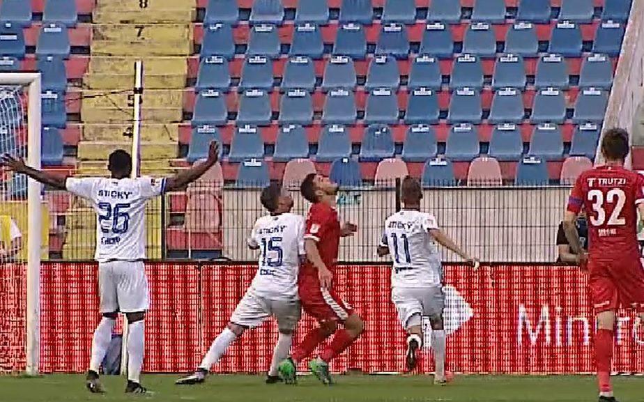Botoşaniul a cerut penalty. Chindriş, împins de doi jucători ai Craiovei. Radu Petrescu nu a văzut nimic neregulamentar