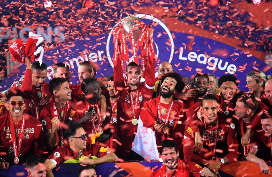 Imagini pentru istorie! Liverpool a primit trofeul de campioană, iar fanii nu au mai ţinut cont de pandemie. Au sărbătorit pe străzi primul titlu după 30 de ani