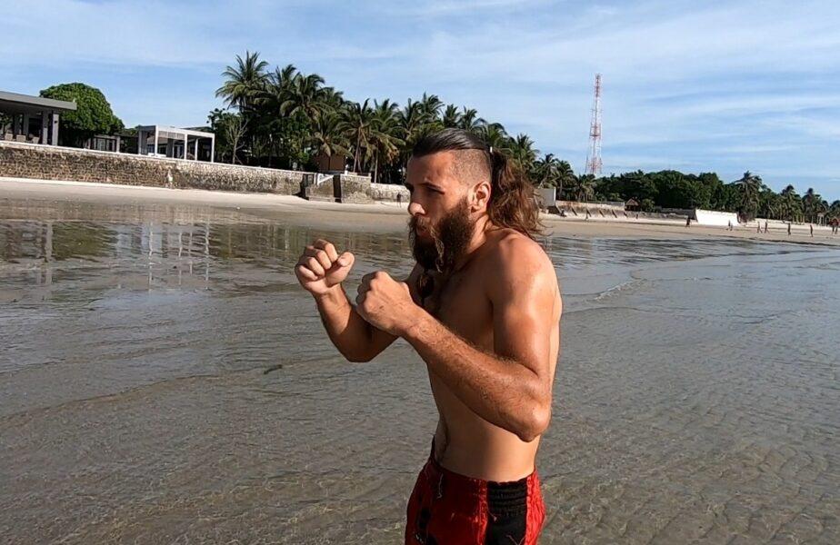 Thailanda, părăsităpe timp de pandemie! Un luptător român stăacolo şi explicăde ce nu mai vezi picior de om pe plajele exotice! Imagini la ştirile din sport de la Antena 1 – ora 19.55!