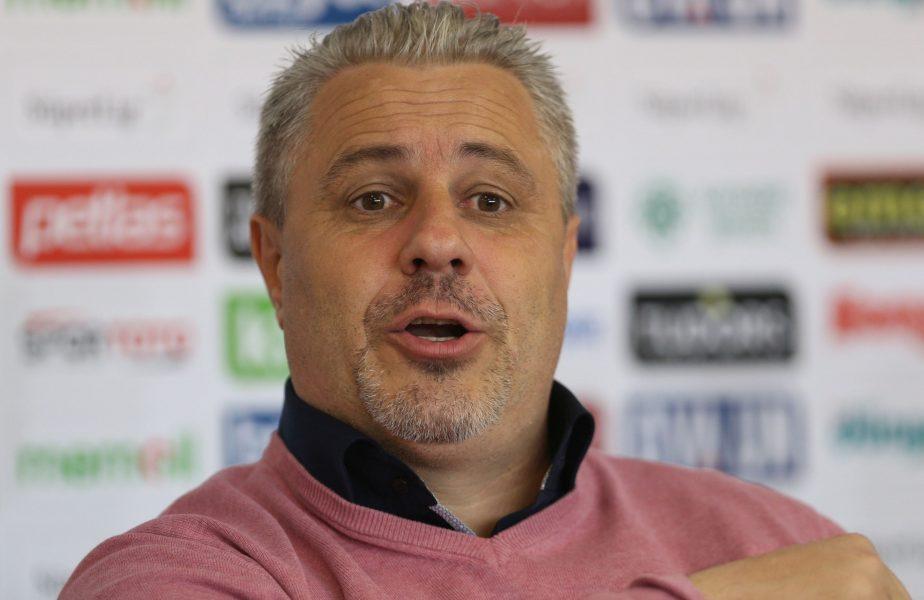 Marius Şumudică în cadrul unei conferinţe de presă