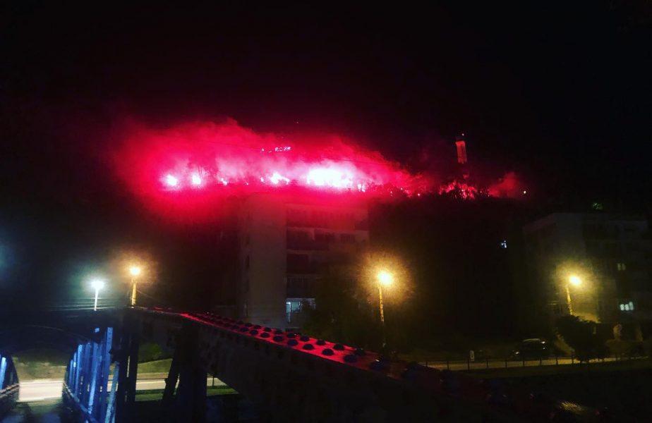 VIDEO   Jucătorii CFR-ului, primiți ca niște eroi la Cluj! Fanii au petrecut ca la Untold, iar cerul s-a aprins de la torțe