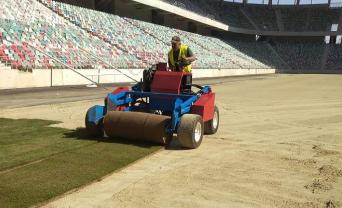 Mai avem nevoie şi de iarbă! Stadionul Steaua prinde viaţă. A început montarea gazonului