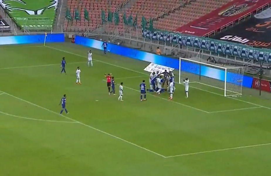 VIDEO | ŞOC în Arabia Saudită! Bafetimbi Gomis s-a prăbuşit pe teren, sub privire lui Răzvan Lucescu
