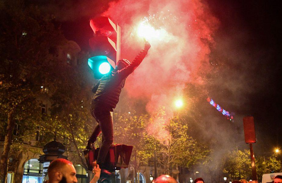 Nebunie la Paris! Fanii s-au adunat în faţa stadionului şi au aprins torţe înaintea unei seri istorice