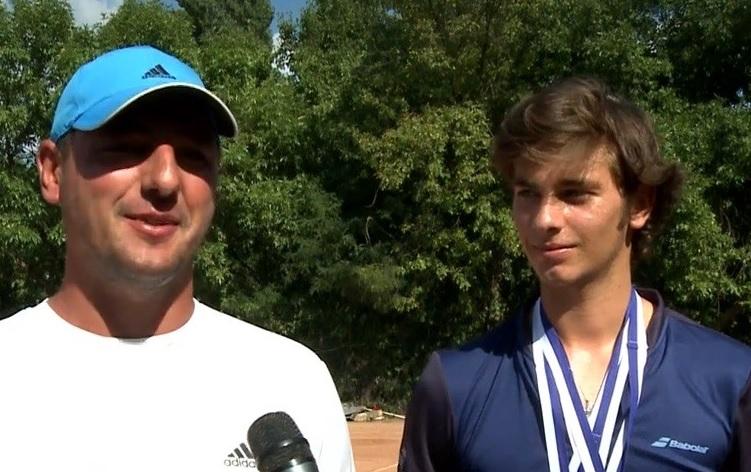 E junior, dar se gandeste sa ramana in istoria tenisului! Olteanul detine deja un record. Este cel mai tanar jucator convocat in echipa de Cupa Davis a Romaniei!