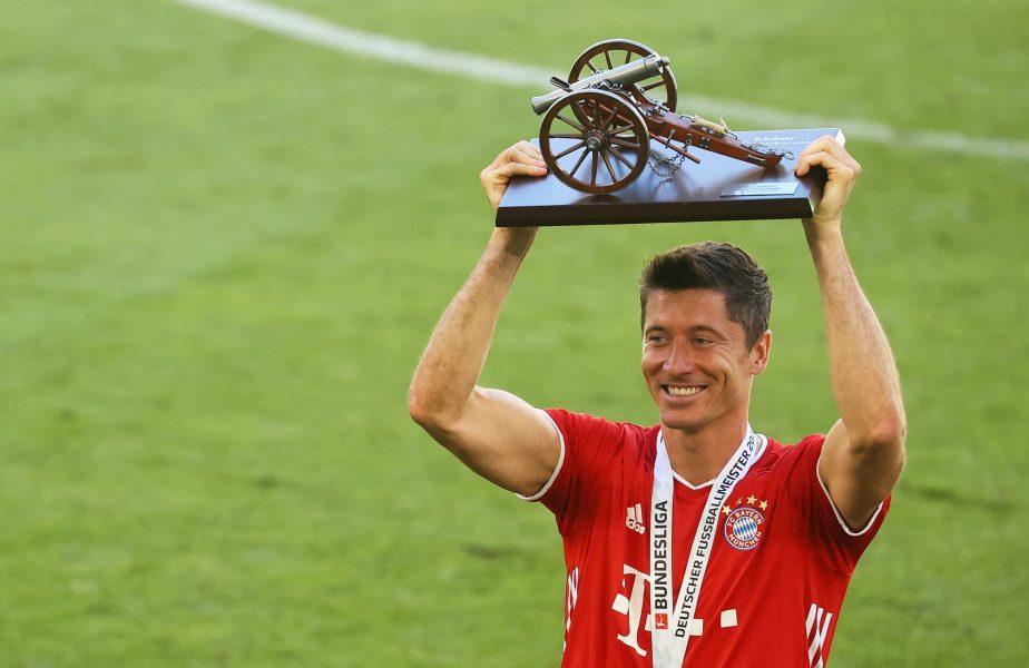"""""""Mi l-as da mie, am câştigat tot cu Bayern!"""" Lewandowski ia în custodie Balonul de Aur, chiar dacă trofeul nu se acordă în acest an"""