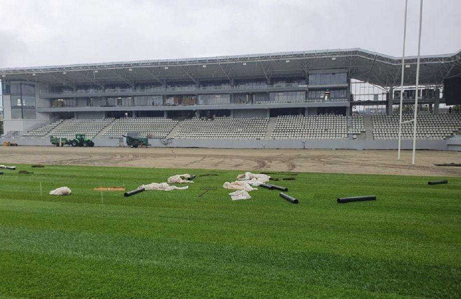 GALERIE FOTO | S-a intrat în linie dreaptă cu lucrările la Stadionul Arcul de Triumf. Se montează deja gazonul