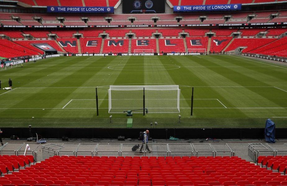Faza numărul unu pe stadionul Wembley! Un fan a înscris cu un avion de hârtie aruncat din tribună. De ce ne e dor de arenele pline
