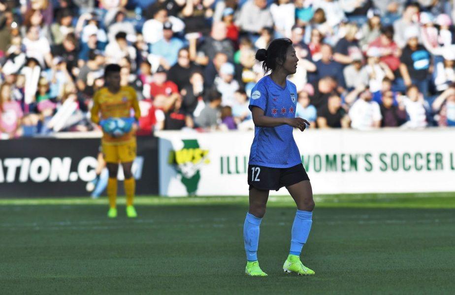 Singură printre bărbați! O jucătoare de fotbal feminin schimbă cursul istoriei. Decizie fără precedent